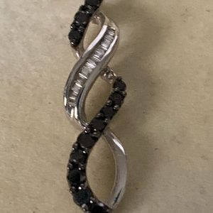 Jewelry - 10k diamond black and white pendant
